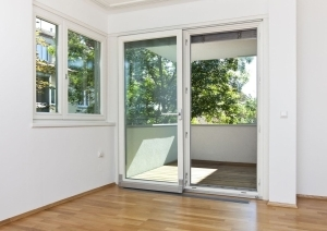 Объединение комнаты с балконом при перепланировке квартиры