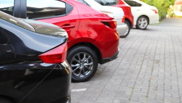 Как узаконить место для парковки возле дома по закону?